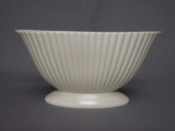 A White Glazed Dartmouth Pottery Boat Shaped Vase 14 4th August