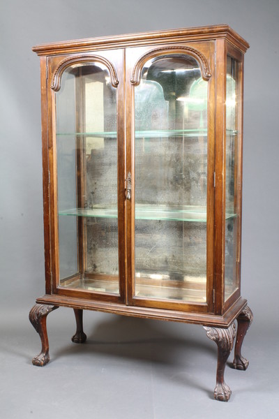 A Victorian Mahogany Display Cabinet Fitted Adjustable 2nd October
